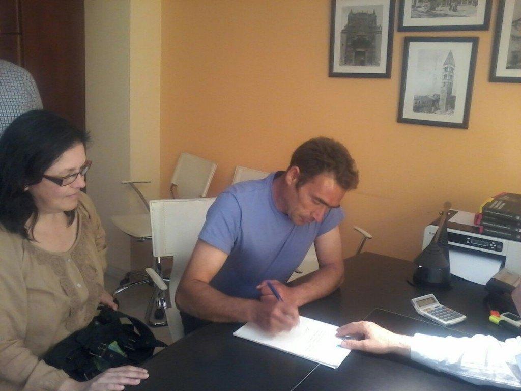 Acuerdo con BMN Amaro y Patricia - Stop Desahucios Granada 15m 2