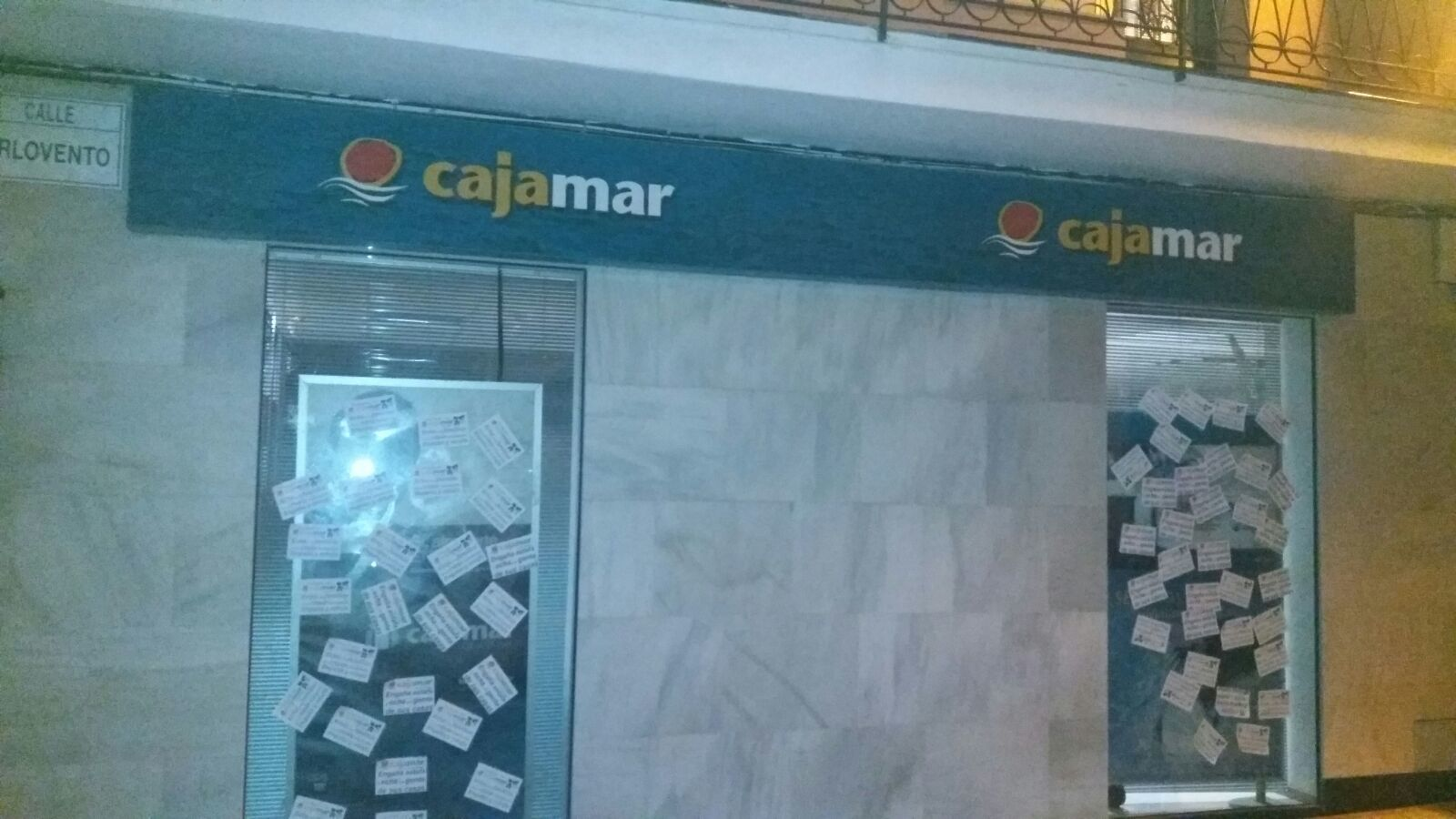 La solidaridad contra cajamar se extiende por m laga for Oficinas de cajamar en malaga