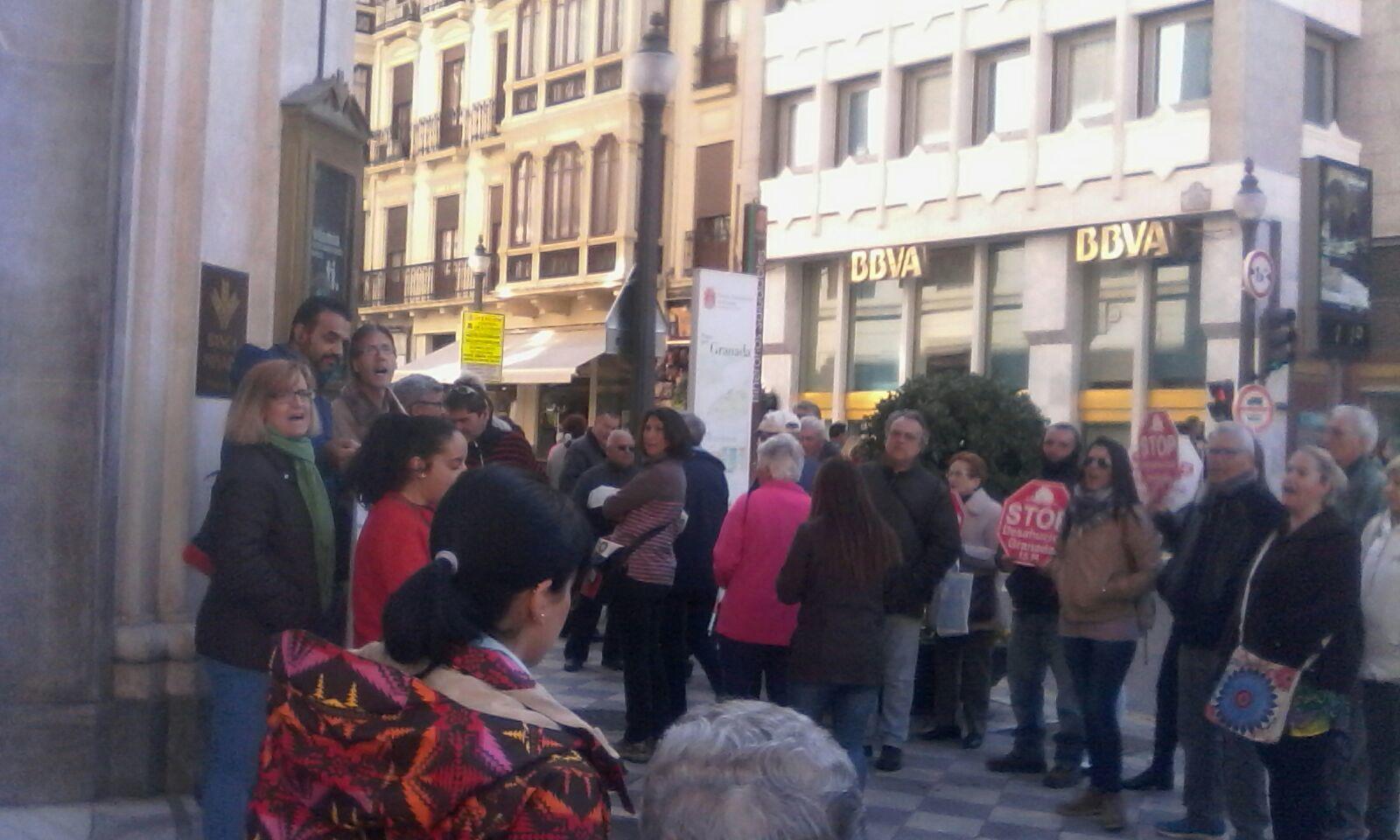 Stop desahucios se concentra en caja rural stop for Caja rural granada oficinas
