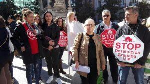 Stop Desahucios se concentra en las puertas de Unicaja