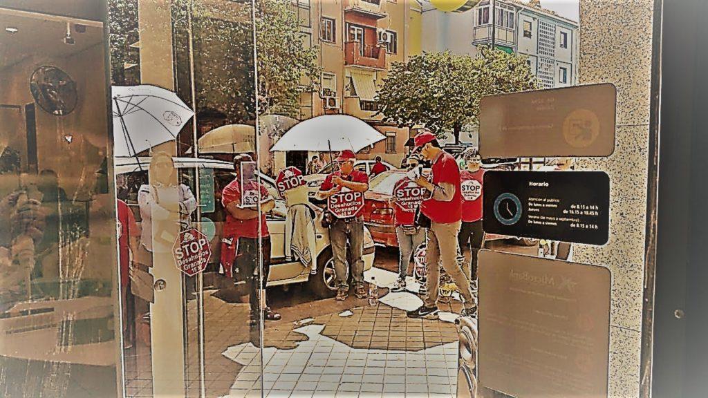 Contra los deshaucios: concentración en la puerta de La Caixa